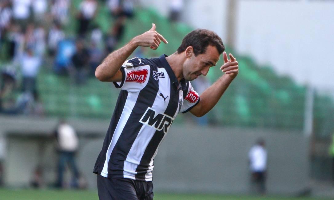 Thiago Ribeiro comemora seu primeiro gol BRUNO CANTINI / BRUNO CANTINI