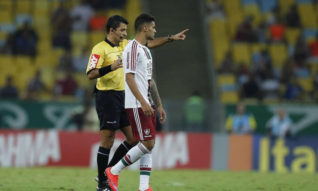 No segundo tempo, Sandro Meira Ricci errou ao expulsar Giovanni, que não tinha cartão amarelo Alexandre Cassiano / Agência O Globo