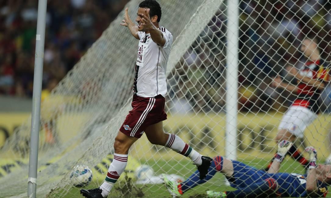 Com Paulo Victor no fundo das redes, Fred celebra o terceiro gol tricolor Alexandre Cassiano / Agência O Globo
