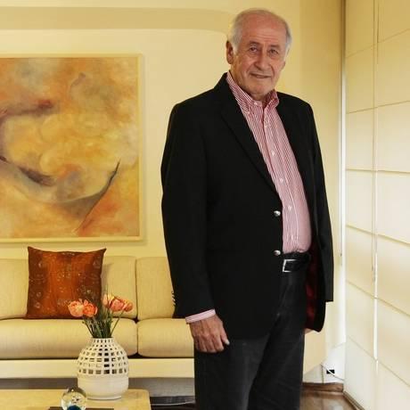 """Aposta de longo prazo. Binyamin Goldstein investe em bancos há mais de 10 anos: """"Embora haja risco, é pequeno"""" Foto: Michel Filho / Michel Filho"""
