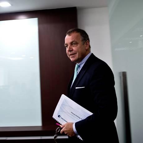 O novo CEO da Malaysia Airlines, Christophe Mueller, chega na coletiva de imprensa para anuncia a reestruturação da companhia aérea Foto: MANAN VATSYAYANA / AFP