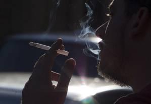 Relatos sobre fumaça de cigarro embasaram decisão da juíza Foto: Antonio Scorza / Agência O Globo