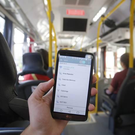 A conexão móvel não possui senha, o passageiro só precisa encontrar a rede e conectar-se Foto: Felipe Hanower / Felipe Hanower
