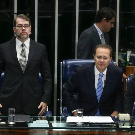 Ministros do STF Dias Toffoli e Gilmar Mendes participam de sessão do Senado em comemoração aos 70 anos da Justiça Eleitoral Foto: André Coelho / Agência O Globo