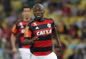 O lateral-esquerdo Armero deve voltar ao time do Flamengo domingo, contra o Figueirense, no Maracanã Foto: Márcio Alves/31-5-2015