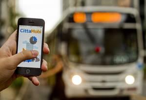 Carros da frota de ônibus recebem GPS e agora podem ser monitorados por aplicativo Foto: Guilherme Leporace / Agência O Globo