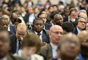 Delegados chegam à Bonn, onde precisam reduzir um texto de 90 páginas e centenas de lacunas, que será discutido em Paris Foto: Martin Meissner/AP