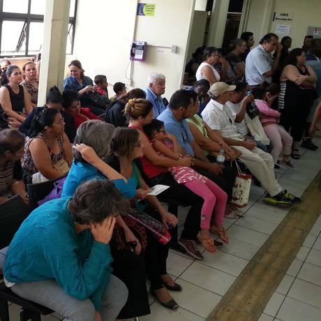 AMA Vila das Palmeiras, no bairro da Freguesia do Ó, na capital de São Paulo, lotada com pessoas que suspeitavam estar com dengue Foto: Marcos Alves/17-04-2014
