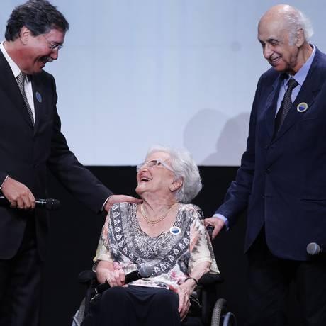 Encontro imortal. Merval (à esquerda), Cleonice e Zuenir: Faz Diferença Foto: Alexandre Cassiano/20.3.2015