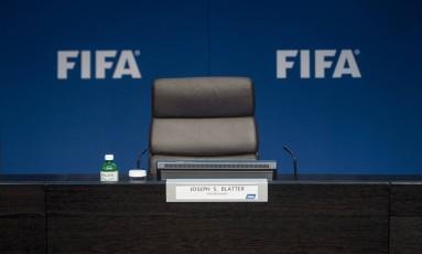 Joseph Blatter anunciou que vai deixar o cargo de presidente da Fifa e convocar novas eleições Foto: Ennio Leanza / ap
