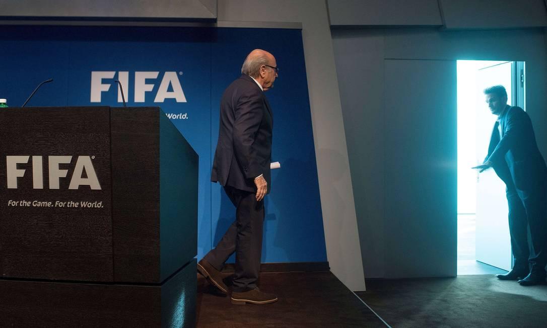 Em meio ao escândalo de corrupção envolvendo a Fifa, Joseph Blatter anunciou nesta terça-feira que colocou seu cargo à disposição VALERIANO DI DOMENICO / AFP