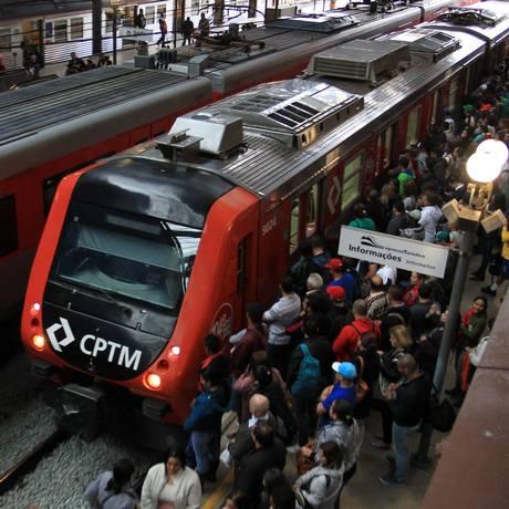 Quatro linhas da Companhia Paulista de Trens Metropolitanos (CPTM) na Grande São Paulo vão parar na quarta-feira com a greve dos funcionários Foto: Marcos Alves / Agência O Globo