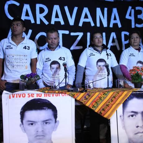 Solidariedade. Parentes dos 43 estudantes mexicanos desaparecidos participam da Caravana 43 Sudamérica, por Brasil, Uruguai e Argentina Foto: Marcos Alves/Agência O Globo