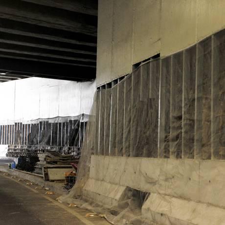 New Jersey. Os novos blocos impedirão que carros atinjam as placas Foto: Pedro Teixeira / Agência O Globo
