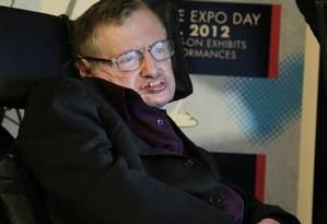Stephen Hawking sofre de uma doença degenerativa Foto: AP