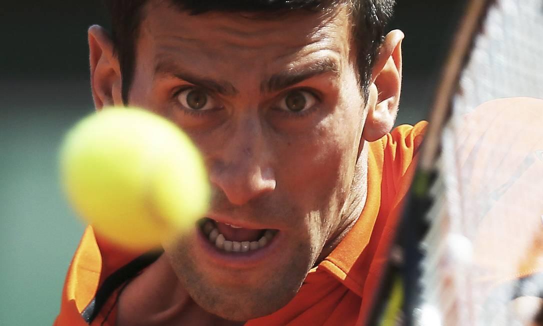 Novak Djokovic vence o espanhol Rafael Nadal pelas quartas de final em Roland Garros David Vincent / AP
