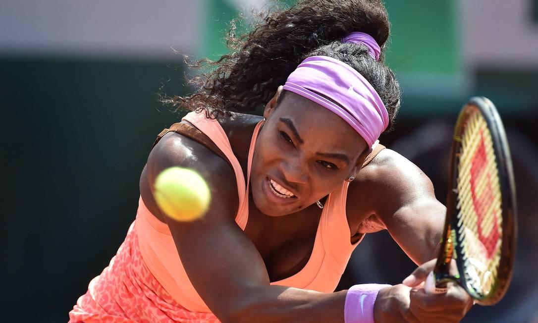 Serena Williams, dos EUA, vence a italiana Sara Errani e vai para a semifinal contra a suíça Timea Bacsinszky PASCAL GUYOT / AFP