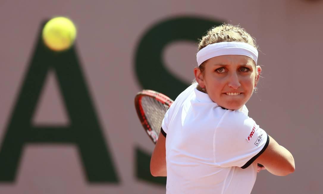 Timea Bacsinszky, da Suíça, vence a belga Alison Van Uytvanck e vai enfrentar Serena Williams na semifinal Jason Cairnduff / REUTERS