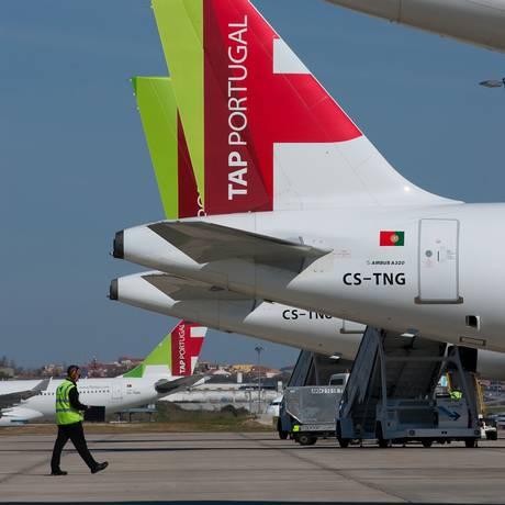 Aviões da TAP aguardam decolagem no aeroporto de Lisboa Foto: Mario Proenca / Bloomberg