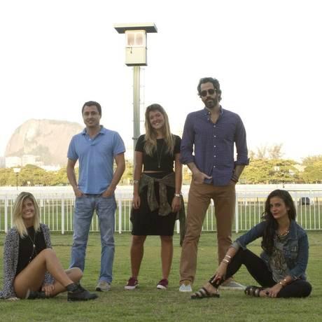 As promoters Marina Pumar, à esquerda, Carol Emmerick e Jada Novaes e os organizadores da festa junina Caê Mariani, à esquerda e Luiz Eduardo Ferraz Foto: Agência O Globo / Bia Guedes