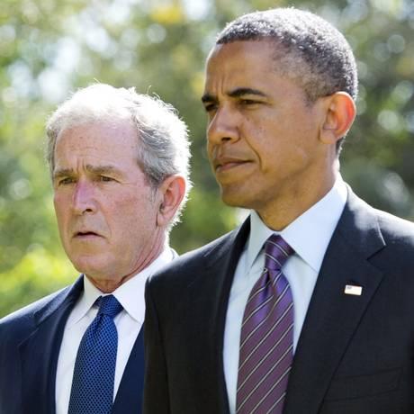 Obama e Bush recebem opiniões distintas Foto: Saul Loeb / AFP