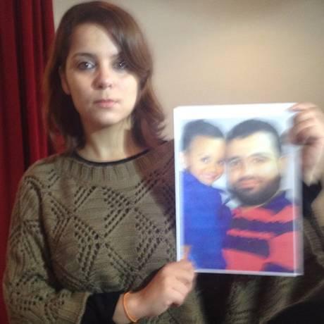 Aline Baker, prima de Islam Hamed, conta que ele está em greve de fome há 53 dias Foto: Germano Oliveira