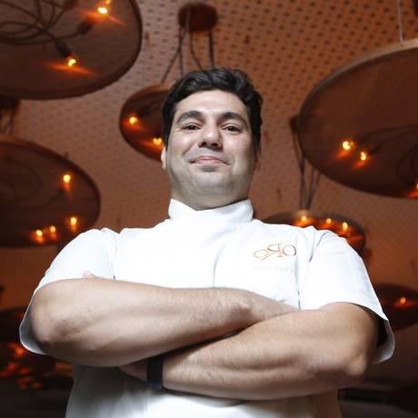 O chef Felipe Bronze no salão do ORO, no Rio. Ele diz que pretende lançar a marca lá fora Foto: Felipe Hanower / Agência O Globo