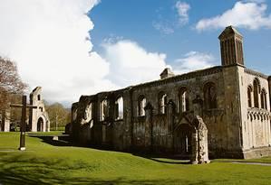 Ruínas: as paredes externas de Lady Chapel, parte da abadia de Glastonbury Foto: Eduardo Maia / Agência O Globo