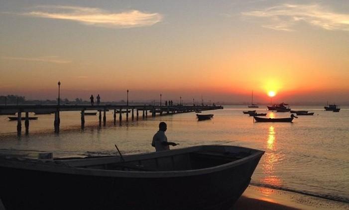 O pôr do Sol na praia de Manguinhos, em Búzios Foto: @lisbelaleca / Instagram
