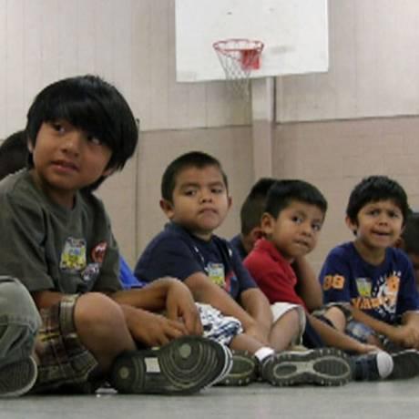 Meninos imigrantes em escola do Alabama Foto: Reuters