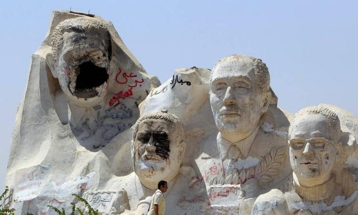 Mubarak perdeu o rosto em vandalismo no Cairo em 2011, quando foi derrubado Foto: Reuters