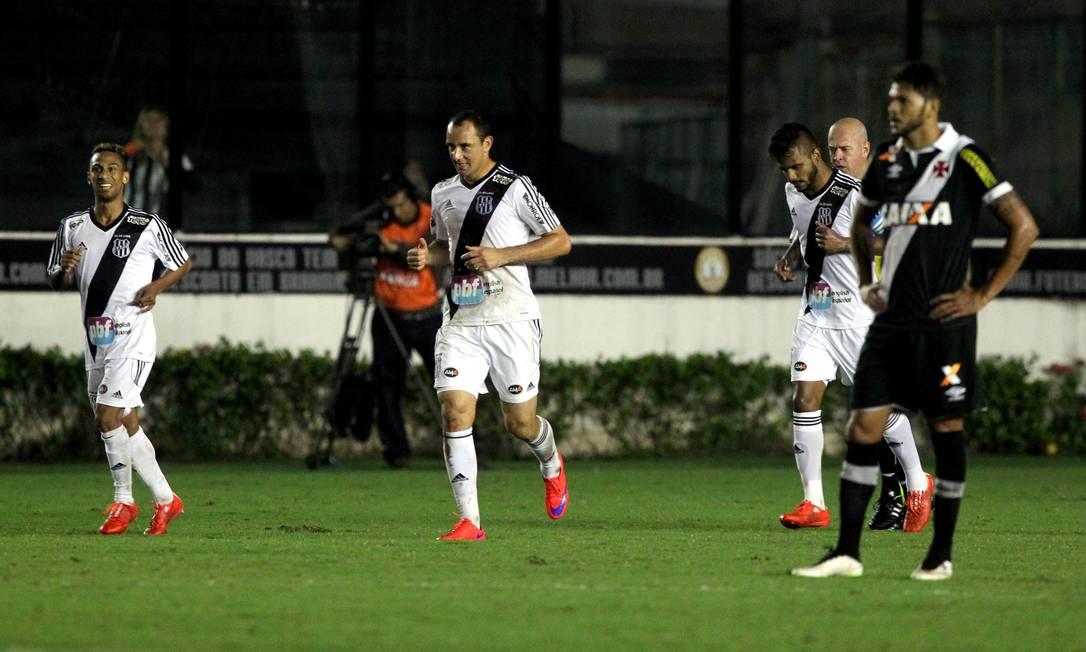 A desolação de Jackson Calcária após o terceiro gol da Ponte Cezar Loureiro / Agência O Globo