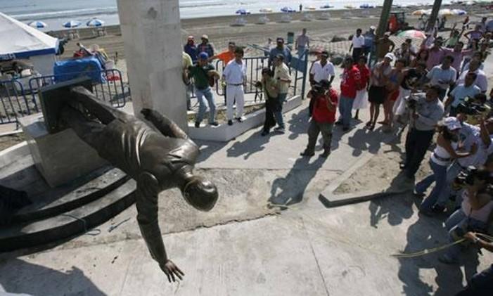 Estátua de Vicente Fox é derrubada Foto: El Universal/GDA