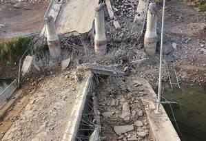 Imagem de uma ponte que passava em cima do rio Eufrates. Estado Islâmico fecha represas em Ramadi Foto: AP / AP