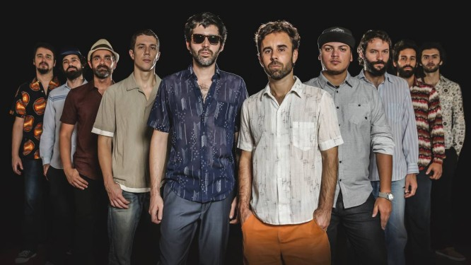 Os dez integrantes do Bixiga: funk, gafieira, forró, jazz e afrobeat na mistura Foto: Divulgação/Leco de Souza