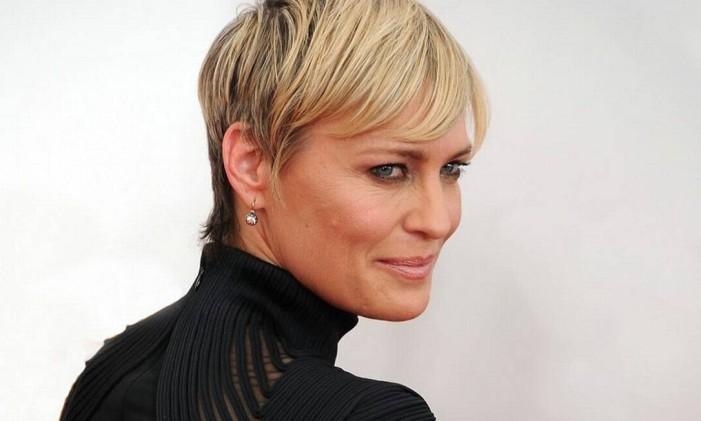 Robin Wright, 49 anos, rugas aparentes e maquiagem na medida Foto: Reprodução