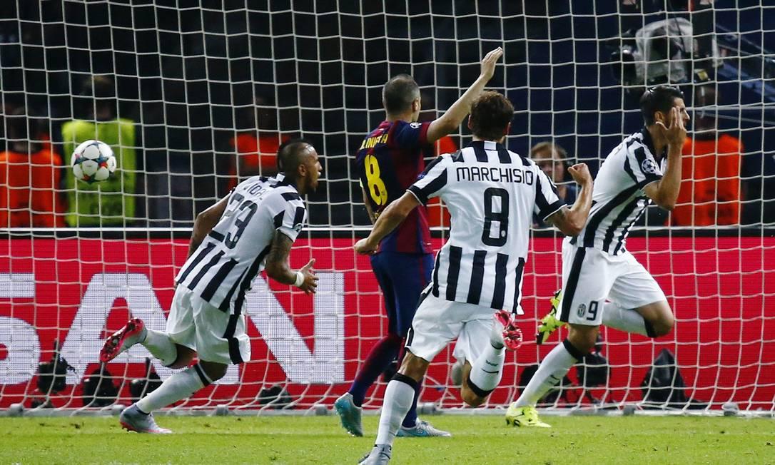 Morata (9) corre para festejar o gol que marcou pelo Juventus contra o Barcelona Michael Dalder / REUTERS