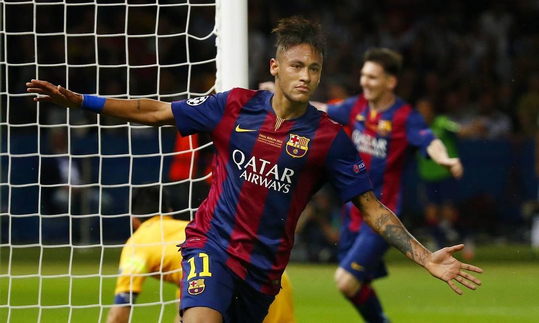 Neymar comemora seu gol, o terceiro na vitória do Barcelona contra o Juventus. Com a vitória por 3 a 1 o time espanhol se tornou campeão da Europa pela quinta vez Michael Dalder / REUTERS