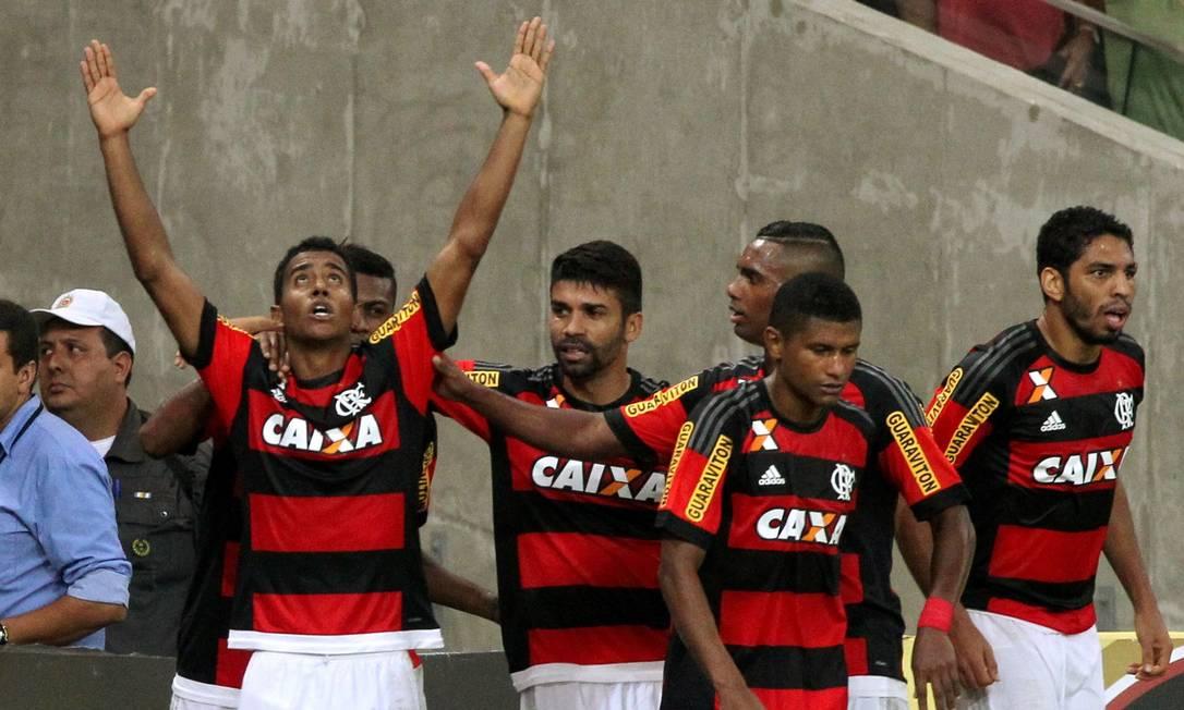 Gabriel comemora o gol que marcou pelo Flamengo contra a Chapecoense no Maracanã Cezar Loureiro / Agência O Globo