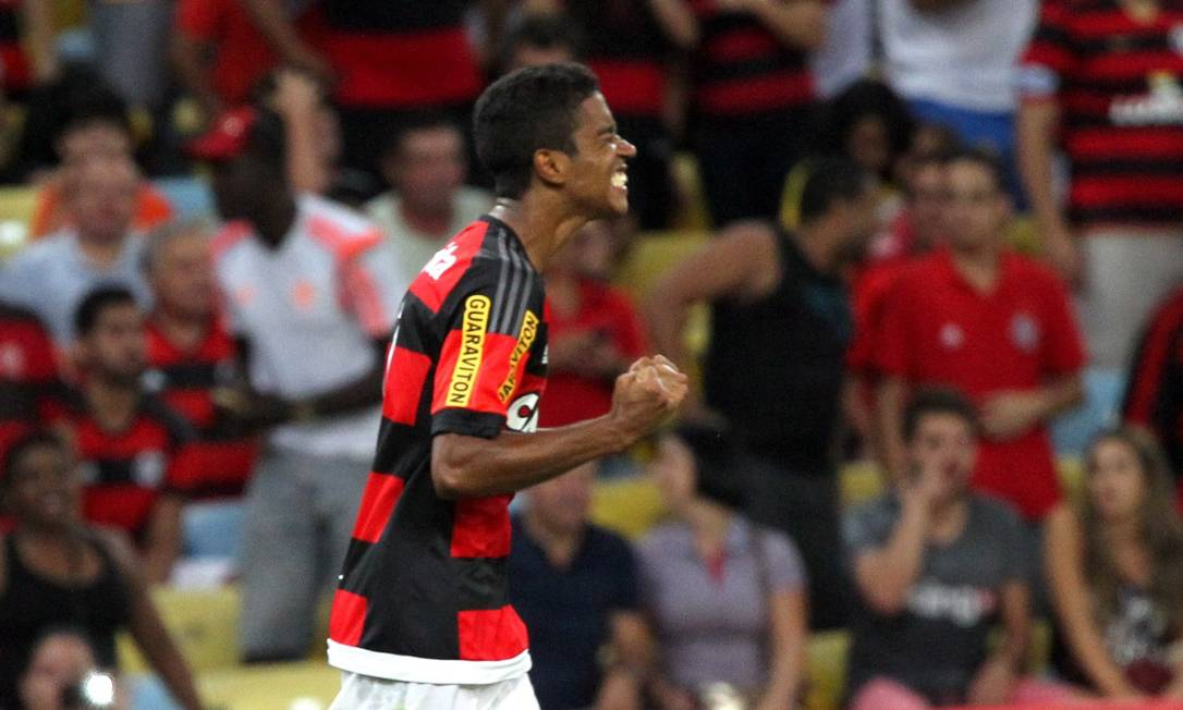 Gabriel foi decisivo para o Flamengo contra a Chapecoense: gol aproveitando rebote dentro da área Cezar Loureiro / Agência O Globo