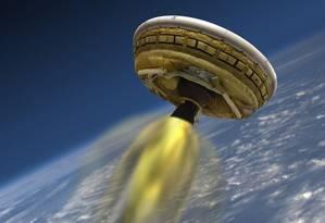Disco voador LDSD será lançado de uma base no Havaí: bom funcionamento do paraquedas é maior desafio Foto: AFP