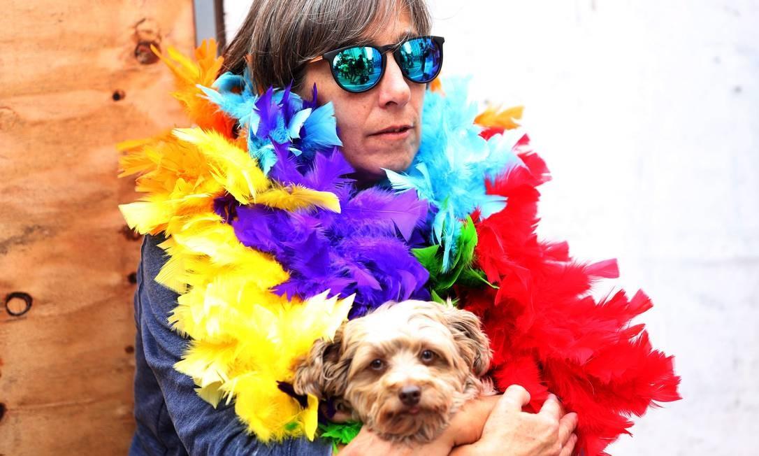 """Até cãozinho participa da Parada Gay de São Paulo, que, este ano, tem como tema """"Eu nasci assim, eu cresci assim, vou ser sempre assim: respeitem-me!"""" Foto: Fernando Donasci / Agência O Globo"""
