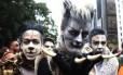 Trio investe na fantasia para se divertir e lutar por direitos igualitários para os LGBTs na Parada Gay de São Paulo