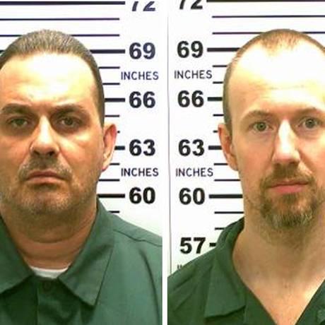 Richard Matt (esquerda) e David Sweat (direita) escaparam de um bueiro na rua. O primeiro morreu em confronto. O segundo, foi baleado Foto: -- / AFP