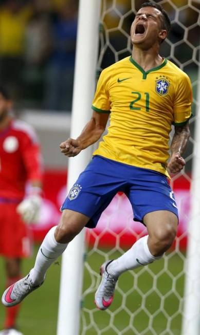 Phillipe Coutinho festeja seu gol, o primeiro da seleção brasileira sobre o México na Arena Palmeiras, em São Paulo PAULO WHITAKER / REUTERS