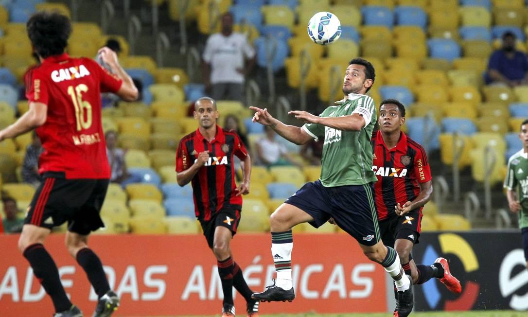 Fred na cabeçada: artilheiro do Fluminense passou em branco contra o Sport Cezar Loureiro / Agência O Globo