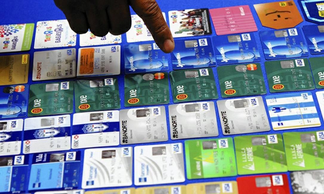 263948cec8 Anúncio na internet profunda mostra cartões de crédito fraudados à venda   enquanto dados de usuários