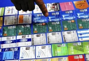 Anúncio na internet profunda mostra cartões de crédito fraudados à venda: enquanto dados de usuários são vendidos por preços que variam entre R$ 15 e R$ 30, cartões podem ser encontrados por R$ 100 Foto: Reprodução