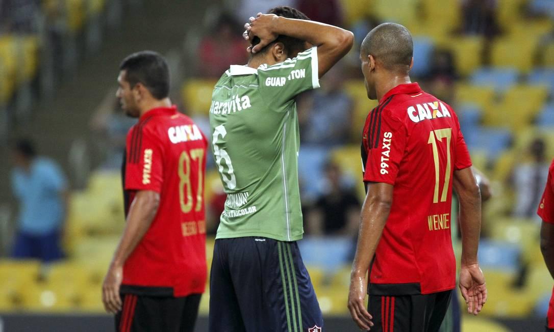 O lateral Giovanni lamenta oportunidade de gol desperdiçada pelo Fluminense contra o Sport Cezar Loureiro / Agência O Globo