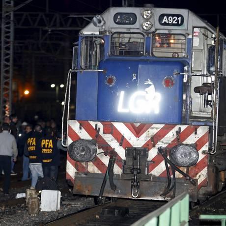 Quarenta pessoas ficam feridas em acidente de trem, na região metropolitana de Buenos Aires Foto: REUTERS / ENRIQUE MARCARIAN